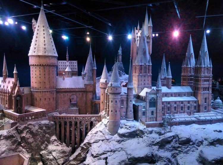 Hogwarts in the snow - lojo vs the world
