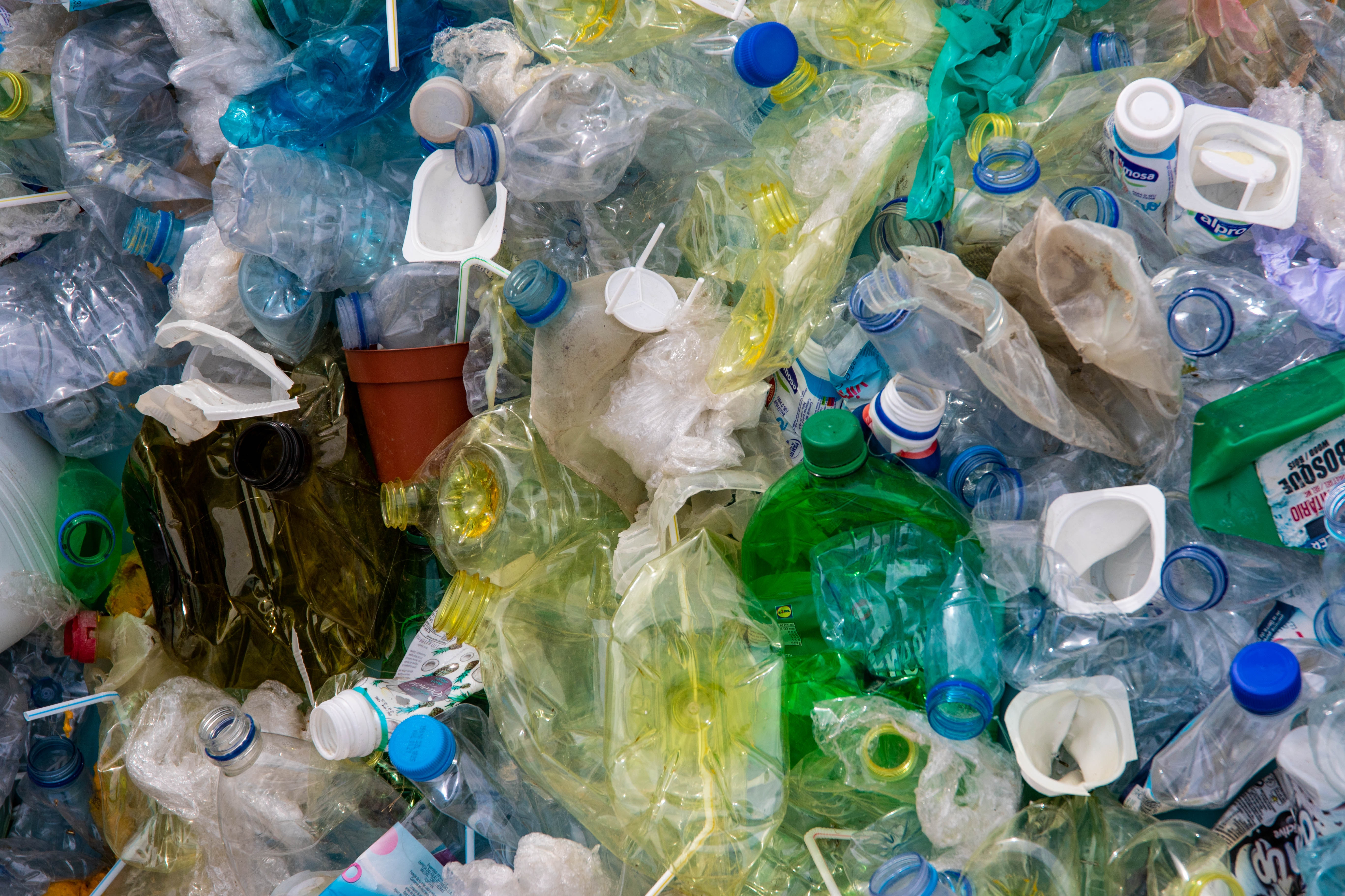 7 Ways To Use Less Plastic